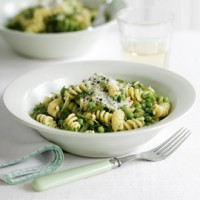 Fusilli with pesto, peas and rocket recipe