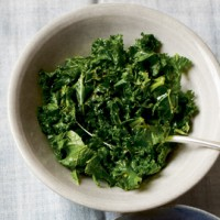 Vitamin-rich kale with pomegranate molasses recipe