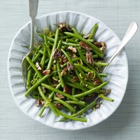 Green beans with lemon, maple syrup and pecans recipe