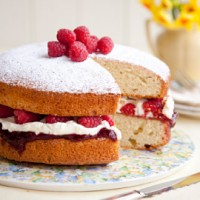 Victoria Sponge with Mascarpone and Raspberries