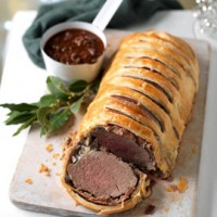 Beef encroute with red wine sauce