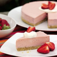 Strawberry yogurt mousse cake recipe