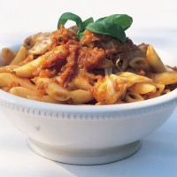 Penne rigate with fresh tomato sauce and mozzarella recipe
