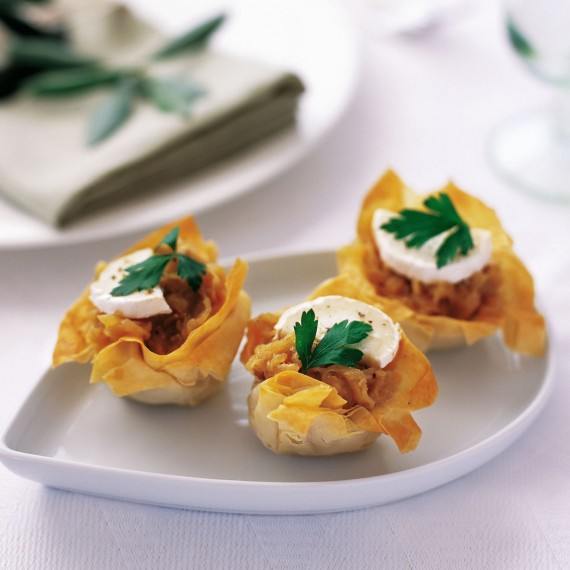 Filo tarts with caramelized onions and goats 39 cheese for Cheese canape ideas