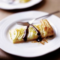 Pear tart with chocolate sauce recipe