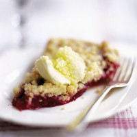 Blackberry and apple crumble tart recipe