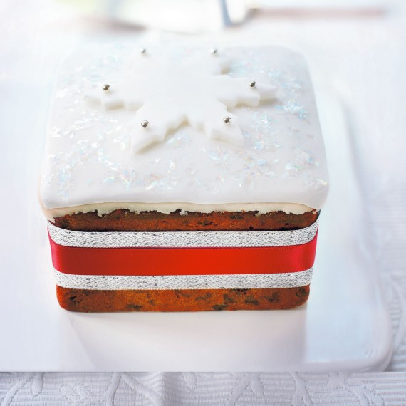 Christmas Cake Design Recipes : Large Christmas Cake - Woman And Home