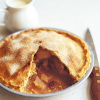 Spiced apple pie with quince jelly recipe
