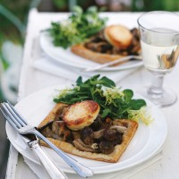 Mushroom, goat�s cheese and tarragon tartlets recipe