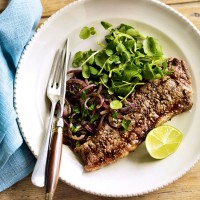 Coriander-rubbed steaks with sauted red onions and watercress recipe