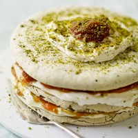 Pistachio meringue and apricot layer cake recipe
