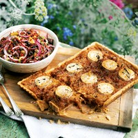 Caramelised onion tart with goats' cheese and thyme recipe