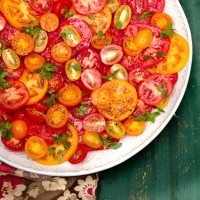 Multicoloured tomato salad with basil recipe