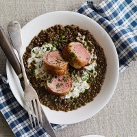 Lamb fillet with cr�me fra�che and herb lentils recipe