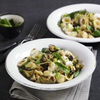 Courgette and hazelnut orecchiette with mozzarella recipe