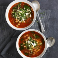 Spanish chickpea soup with spinach and tomato recipe