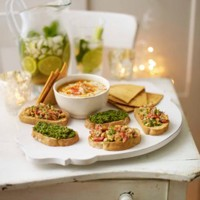 White bean and garlic dip with tortilla chips recipe