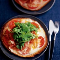 Mozzarella, Parma ham and rocket pizza recipe