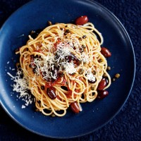 Spaghetti with olives and crispy capers recipe
