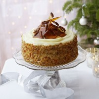 Sticky ginger and treacle cake with rum and pecan praline recipe
