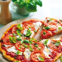 Allergy-friendly pizza margherita