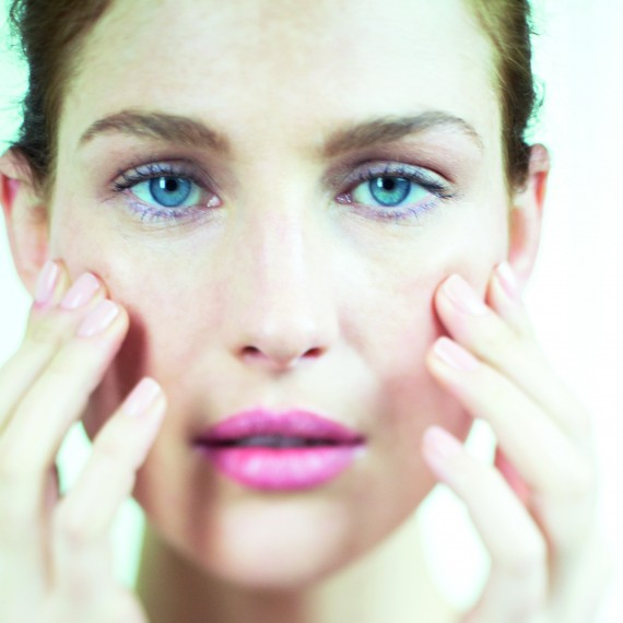 Model Shot-17 beauty boosts for summer-woman and home-beauty tips