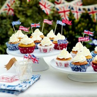 Golden Syrup Cupcakes with Lemon Icing