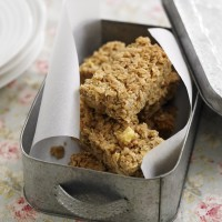Apple and cinnamon flapjacks recipe