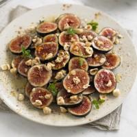 Honey spiced figs with hazelnuts recipe