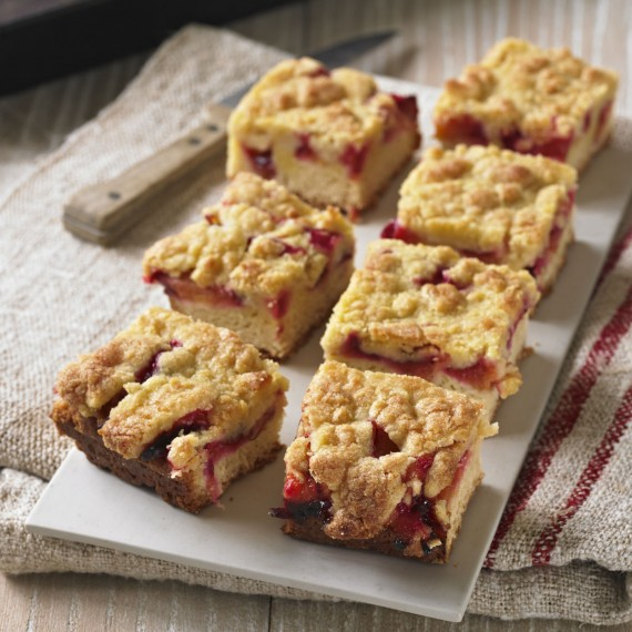 Recipe for plum crumble cake