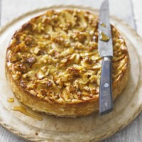 Baked apple, cinnamon and walnut cheesecake recipe