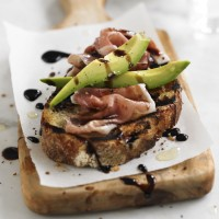Avocado & prosciutto balsamic toasties recipe