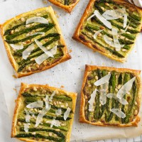 Asparagus &amp; pesto tarts recipe