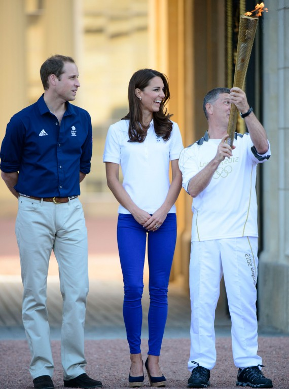 Prince-William-and-Kate-Middleton-olympic-torch-photo