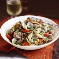 Clam and tomato linguine