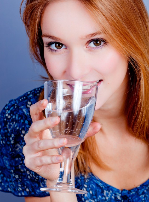 Woman drinking fizzy water-boost your metabolism