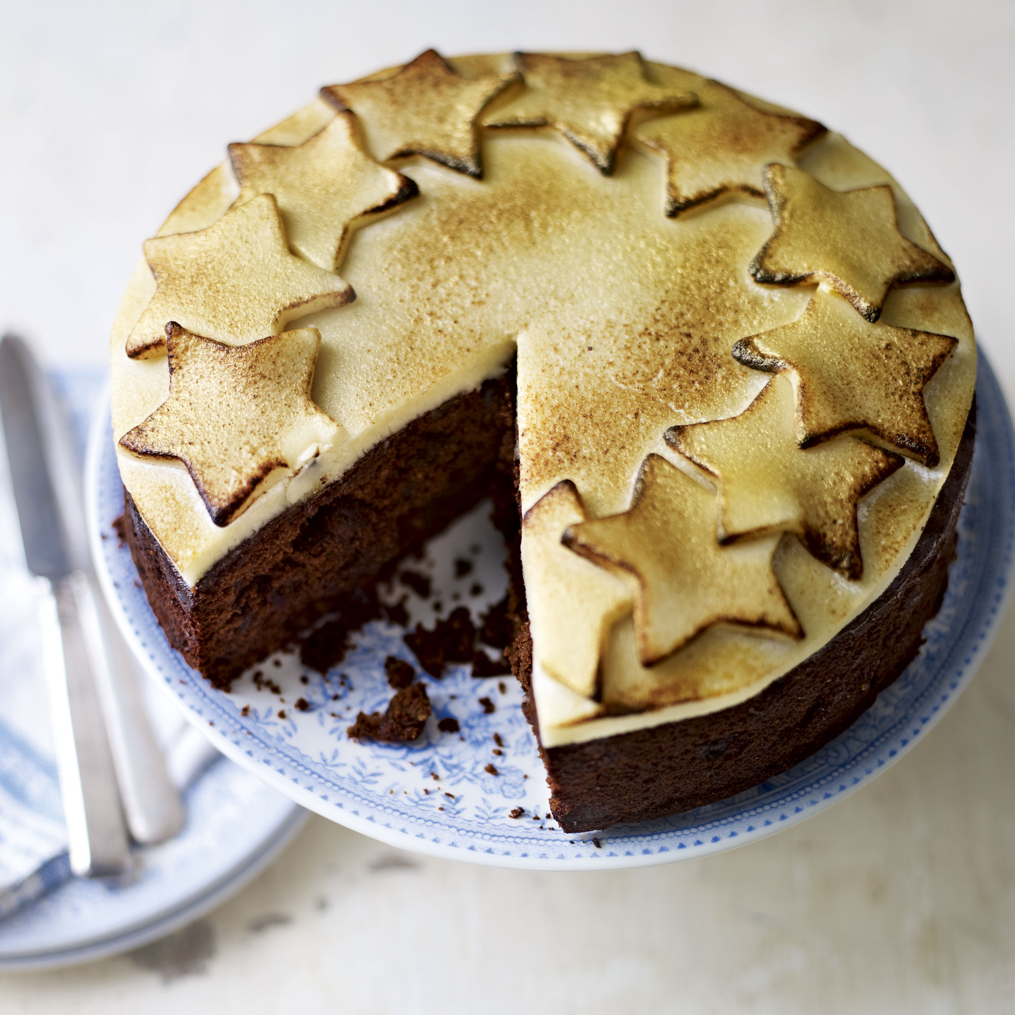 Chocolate Christmas Cake Decorating Ideas : Chocolate Christmas Cake - Woman And Home