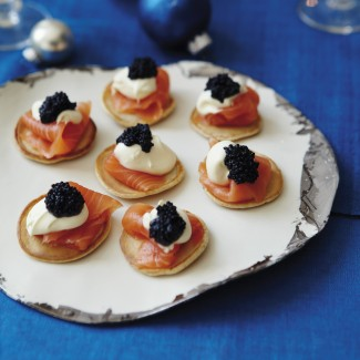 "Smoked salmon pancakes with cream and ""caviar"""