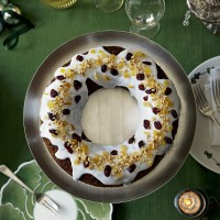 Sticky ginger wreath cake