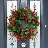 VIDEO: How To Make A Christmas Wreath