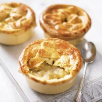 Petite apple pies