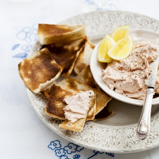 Smoked trout p�t� on toast