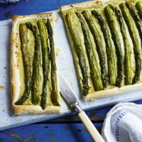 Asparagus and Gruyre tart