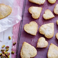 Pistachio and orange shortbread hearts