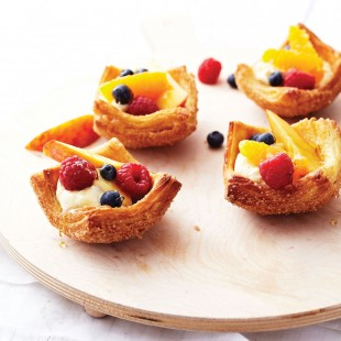 Croissant basket with berries