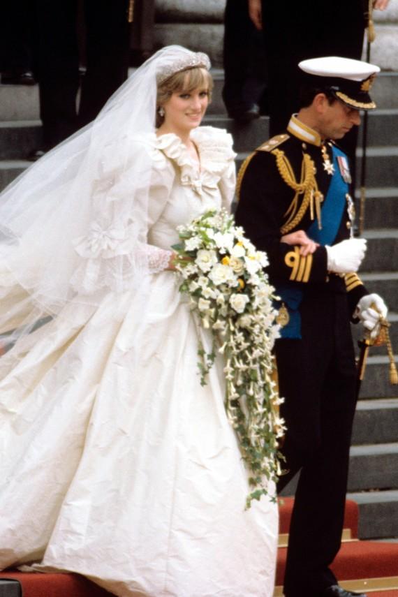 Princess Diana In Her Emanuals Wedding Dress
