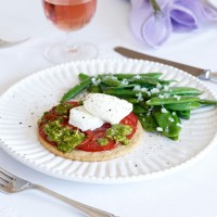Tomato and goats' cheese tartlets