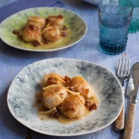 Almond-crusted scallops