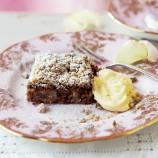 Pear and ginger tray bake with streusel topping