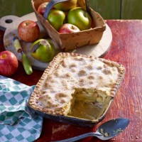 Paul Hollywood's Apple and Wensleydale Pie